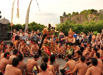 ウルワトゥ寺院 ケチャダンス
